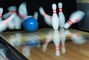 Do Bowling Balls Absorb Oil From a Bowling Lane